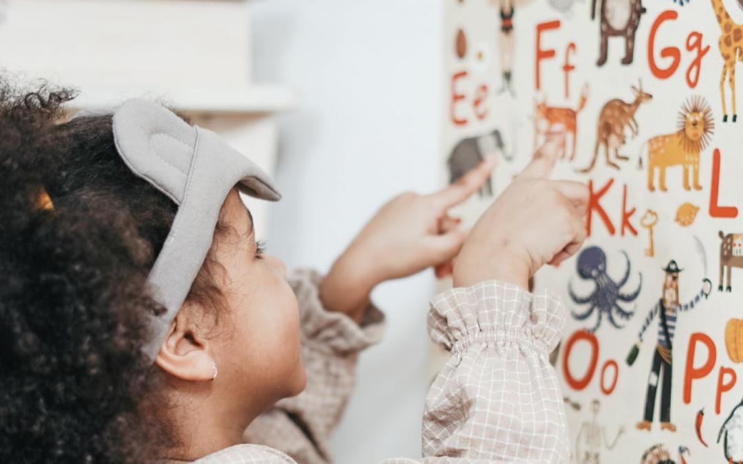 Reforço escolar gratuito ajuda alunos da educação infantil